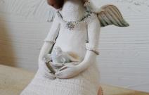 Плачущий ангел. Шамот, фаянс, глина, смальта.