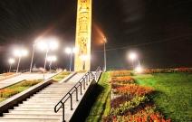"""Ландшафтный дизайн возле памятника """"Навеки с Россией"""" (2010)."""