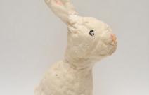 Ёлочная игрушка — зайчик.