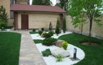 Озеленение с использованием мраморной крошки.